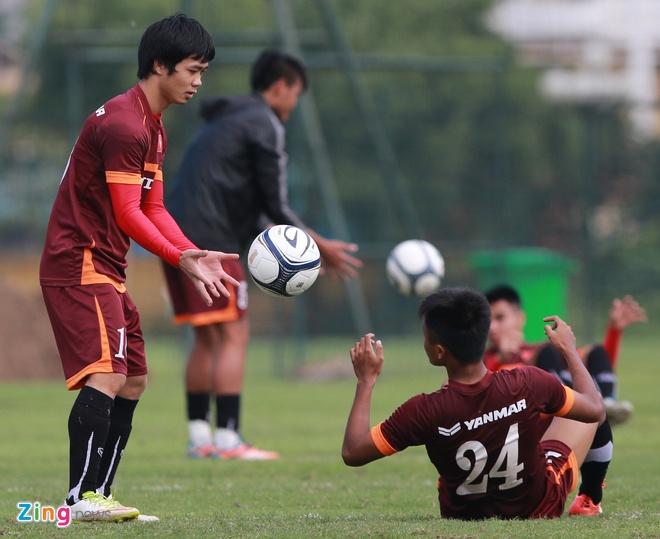 U23 Viet Nam tap dan bong vuot rao nhu VDV dien kinh hinh anh 9