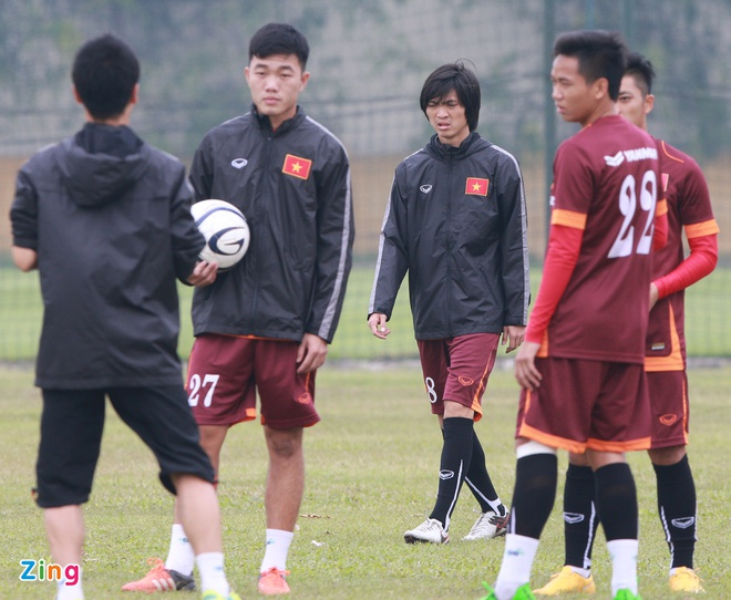 Tuan Anh ren ky thuat cung nhom cau thu chan thuong U23 VN hinh anh 1