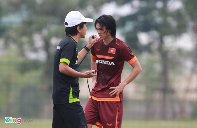 Ong Miura phot lo chan thuong cua Tuan Anh tren san tap hinh anh 3