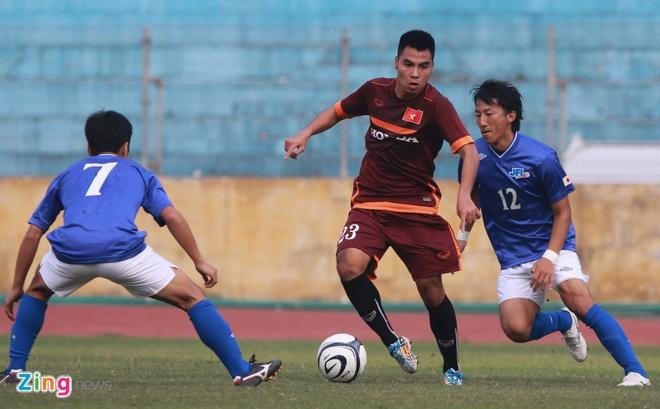 Tien ve U23 VN chan thuong sau cu vao bong cua JFL Selection hinh anh 1