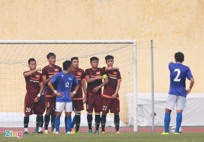 Tien ve U23 VN chan thuong sau cu vao bong cua JFL Selection hinh anh 7
