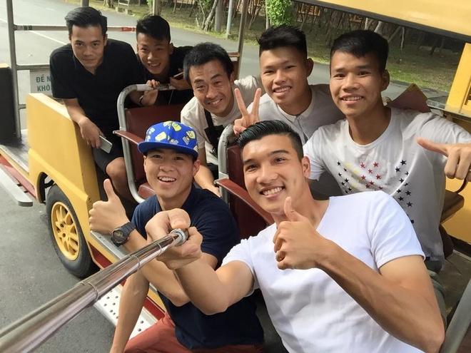 U23 Viet Nam cung bac si Shinichi di truot tuyet dip Noel hinh anh 1
