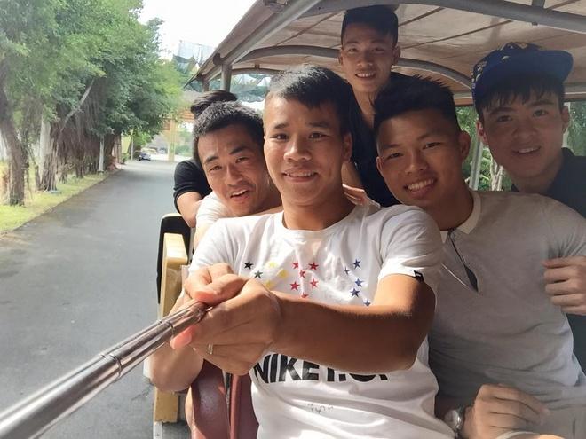 U23 Viet Nam cung bac si Shinichi di truot tuyet dip Noel hinh anh 2