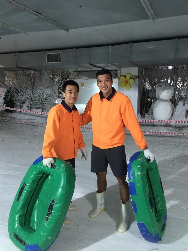 U23 Viet Nam cung bac si Shinichi di truot tuyet dip Noel hinh anh 4