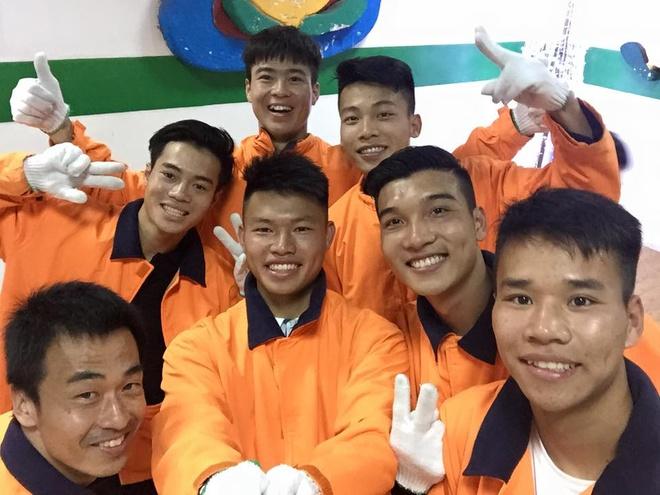 U23 Viet Nam cung bac si Shinichi di truot tuyet dip Noel hinh anh