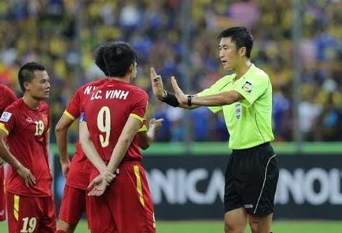 Trong tai Trung Quoc dieu khien tran U23 Viet Nam - Jordan hinh anh