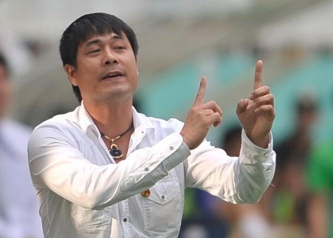 HLV Huu Thang don dao tim tro ly tren tuyen hinh anh