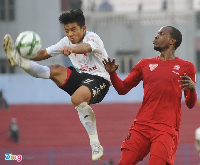 Khoanh khac cau thu Hai Phong an mung ngay dan dau V.League hinh anh 5