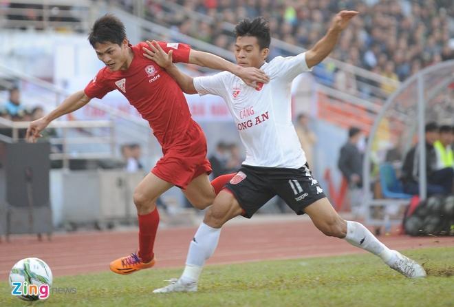 Khoanh khac cau thu Hai Phong an mung ngay dan dau V.League hinh anh 6