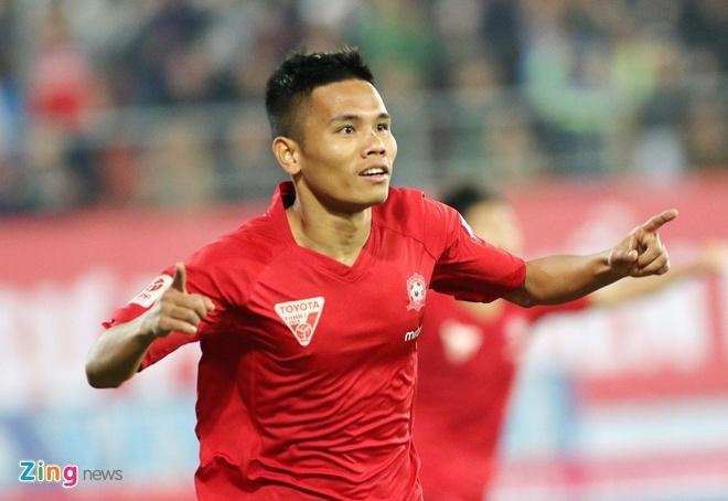 Khoanh khac cau thu Hai Phong an mung ngay dan dau V.League hinh anh 2