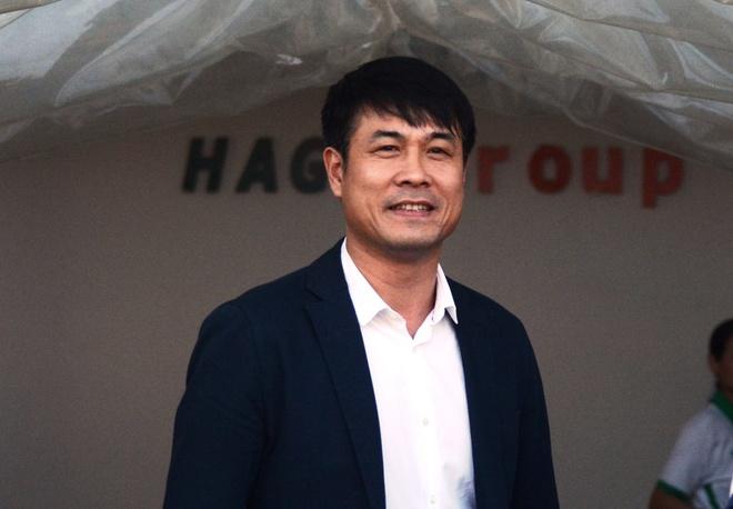 VFF ky hop dong voi HLV Huu Thang vao 3/3 hinh anh