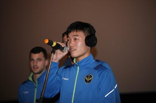 Xuan Truong ky tang fan Han Quoc o le ra quan mua giai moi hinh anh 4