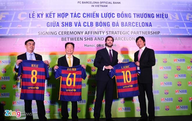 Dai dien Barcelona: 'Chung toi se xem xet den VN tu 2017' hinh anh 1