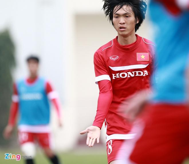 Xuan Truong no luc ghi diem voi HLV Huu Thang hinh anh 4