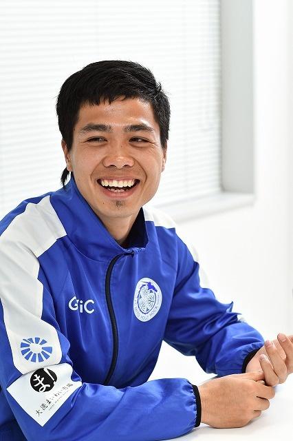 Cong Phuong tra loi bao Nhat: Toi voi Messi qua khac biet hinh anh 1