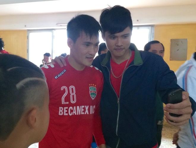 Cong Vinh tap sung suc sau nghi van ngo doc hinh anh 2