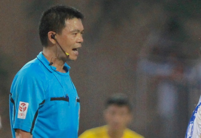 Trong tai V.League tuong tuong ra qua 11 m cho Thanh Hoa hinh anh