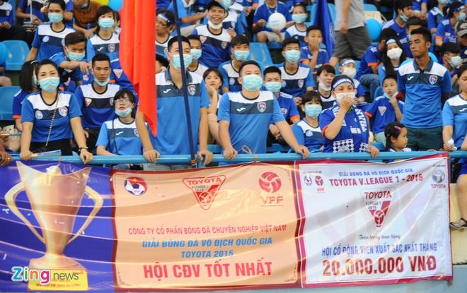CDV Quang Ninh deo khau trang co vu V.League hinh anh 5