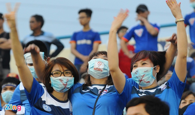 CDV Quang Ninh deo khau trang co vu V.League hinh anh 6