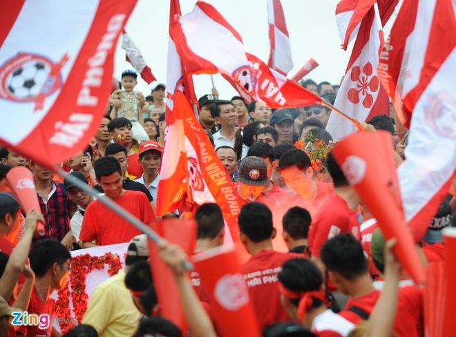 CDV Hai Phong dung loa giay va phao sang co vu V.League hinh anh 4