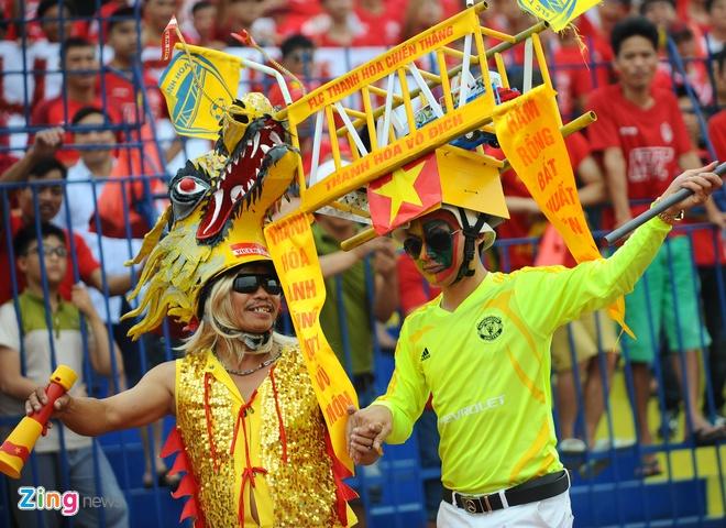 CDV Hai Phong dung loa giay va phao sang co vu V.League hinh anh 7