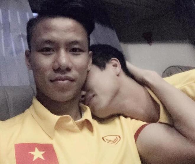 Cong Phuong ngai ngung tua vai Ngoc Hai hinh anh
