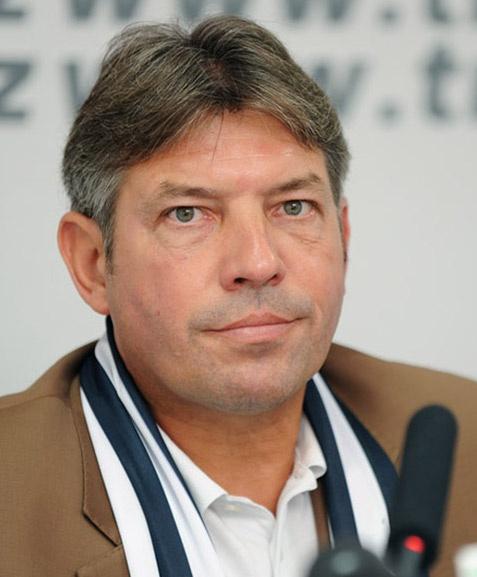 VFF tuyen cuu cau thu Schalke 04 lam giam doc ky thuat hinh anh 1