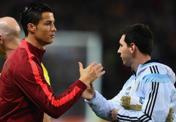 Que Ngoc Hai: 'Ronaldo moi la vi dai nhat, Messi can co len' hinh anh