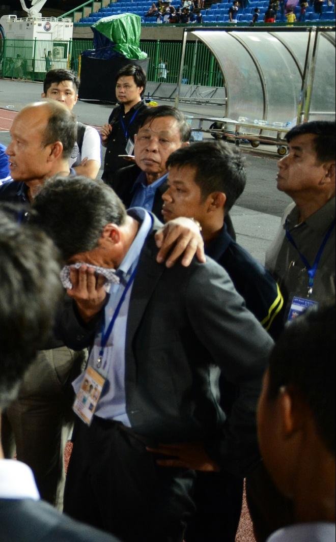 HLV U16 Campuchia khoc vi thua Viet Nam anh 1