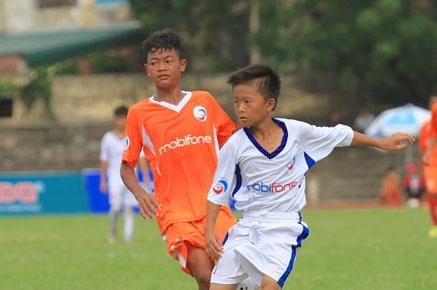Doi bong que Van Toan thang dam U13 HAGL 5-0 hinh anh