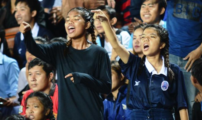 San 50.000 cho cua Campuchia chat cung CDV o ban ket U16 DNA hinh anh
