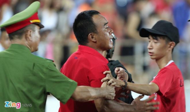 CDV Hai Phong lao xuong san doi 'an thua' voi trong tai hinh anh 1