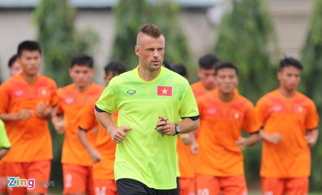 U19 Viet Nam tap o Ha Noi anh 2