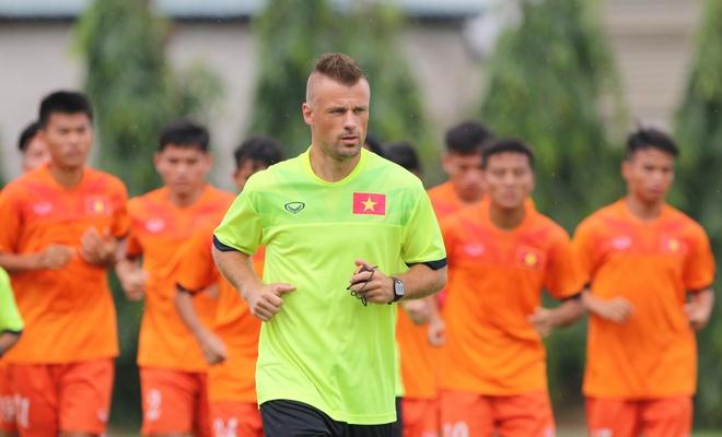 Chuyen gia nguoi Duc ren the luc U19 Viet Nam hinh anh