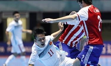 Truong doan futsal VN giai thich ly do thua dam Paraguay hinh anh