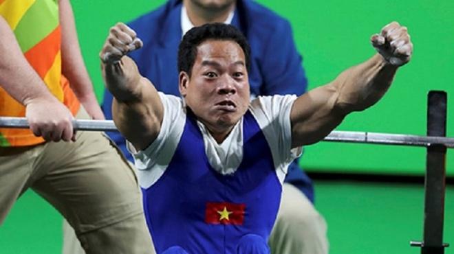 Le Van Cong duoc tang ve bay mien phi nhu Hoang Xuan Vinh hinh anh