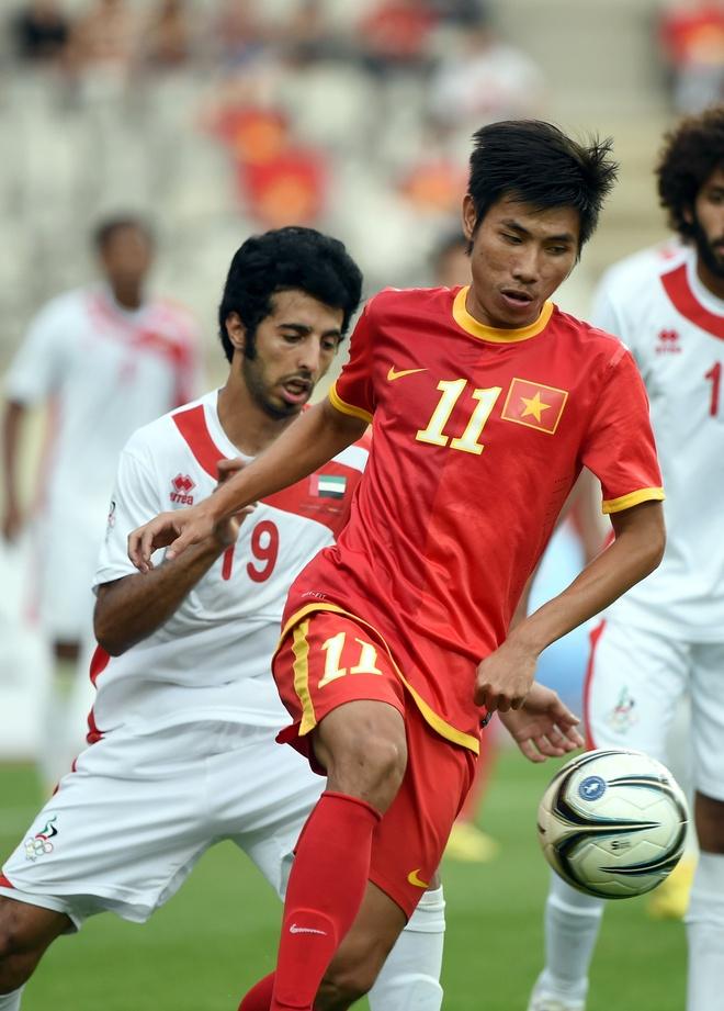 Anh cuoi lang man cua cuu tien ve U23 Viet Nam va ban gai hinh anh 1