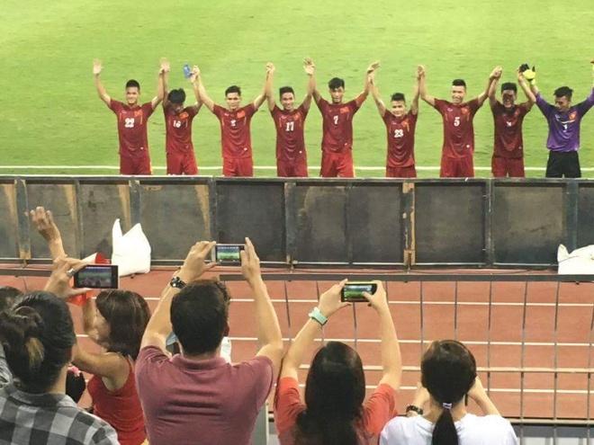 Video CDV tiep lua U19 Viet Nam o giai chau A hinh anh