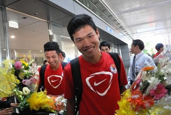 Dong Trieu, Xuan Truong chuc mung U19 Viet Nam hinh anh