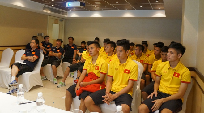 U19 VN ung ho lu lut mien Trung anh 1