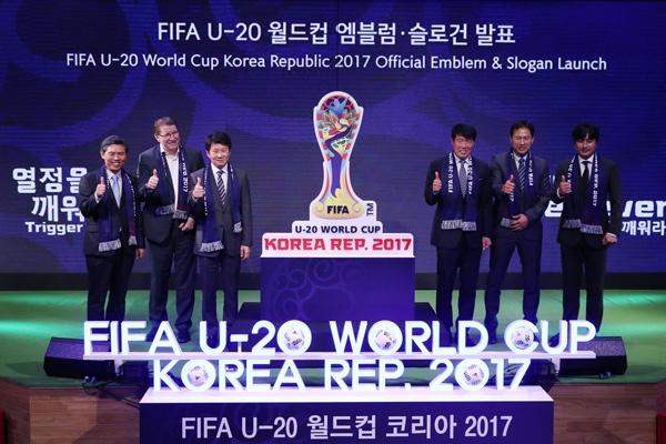 AFC tang VFF trai bong dua U19 Viet Nam du World Cup hinh anh 1