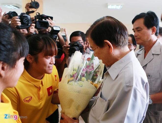 Nguyen Chu tich nuoc Nguyen Minh Triet tham cac DTQG hinh anh 3