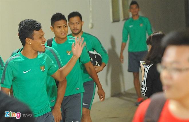 Indonesia treu gheo fan nu Viet Nam anh 1