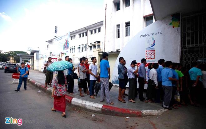 CDV Myanmar khong de y den tuyen VN khi xep hang mua ve hinh anh 1