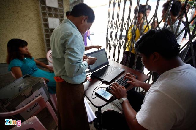 CDV Myanmar khong de y den tuyen VN khi xep hang mua ve hinh anh 2