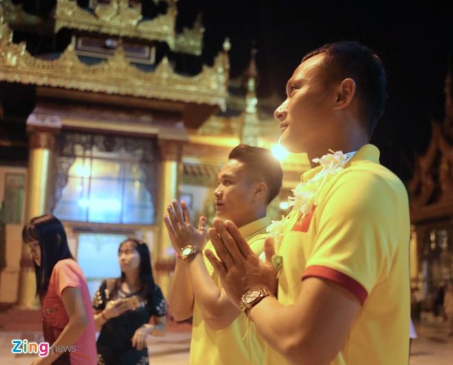 Tuyen Viet Nam tham chua Vang cua Myanmar cau binh an hinh anh 4