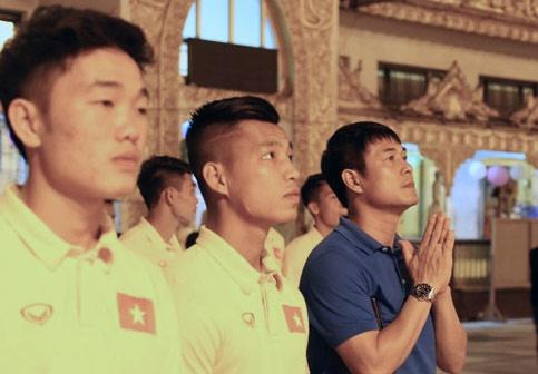 Tuyen Viet Nam tham chua Vang cua Myanmar cau binh an hinh anh