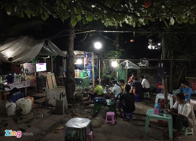 Nguoi Myanmar xem MU vs Arsenal ben chiec tivi cu hinh anh 7