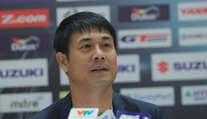 HLV Huu Thang: 'Cong Phuong vui ve chap nhan roi san' hinh anh