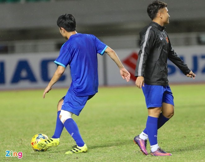 Cong Phuong tap dut diem mot minh truoc tran gap Indonesia hinh anh 5